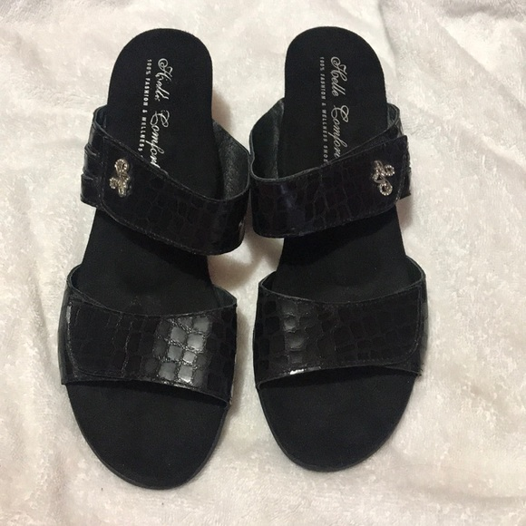 5ebeabce3 Helle Comfort Shoes - NWT Beautiful Helle Comfort sandals in size 11!
